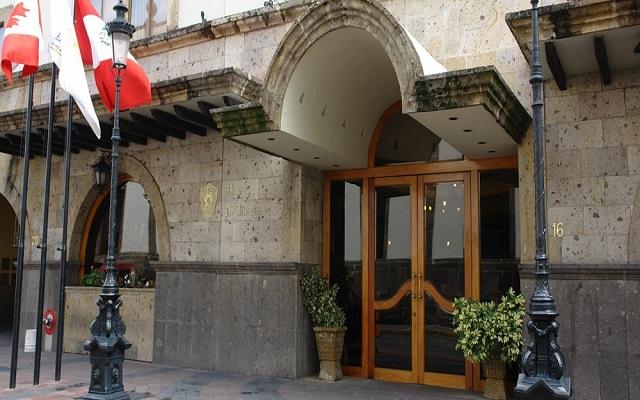 Hotel De Mendoza, ingreso