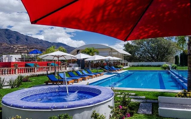 Hotel del Pescador, disfruta de su alberca al aire libre