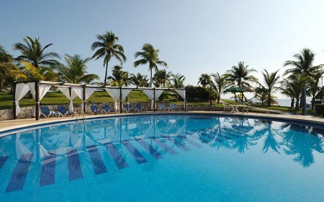 Hotel Dos Playas Cancún disfruta de su alberca