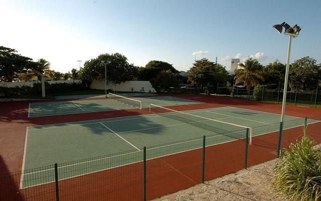 Hotel Dos Playas Cancún cuenta con canchas de tenis