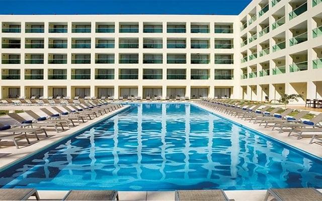 Hotel Dreams Huatulco Resort & Spa, disfruta de su alberca al aire libre