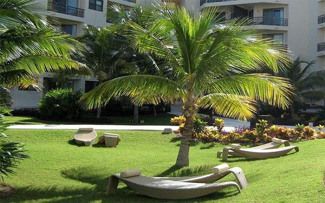 Hotel Dreams Riviera Cancún Resort and Spa, pasea por hermosos jardines