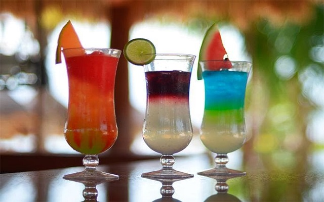 Hotel Dreams Riviera Cancún Resort and Spa, prueba un coctel en el Barracuda Bar