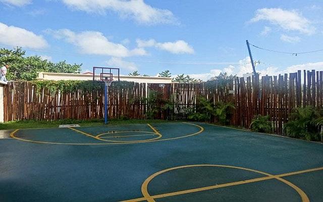 Hotel Dreams Riviera Cancún Resort and Spa, desafía a tus amigos en un partido de basquet