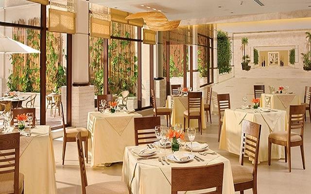 Hotel Dreams Riviera Cancún Resort and Spa, Restaurante World Café