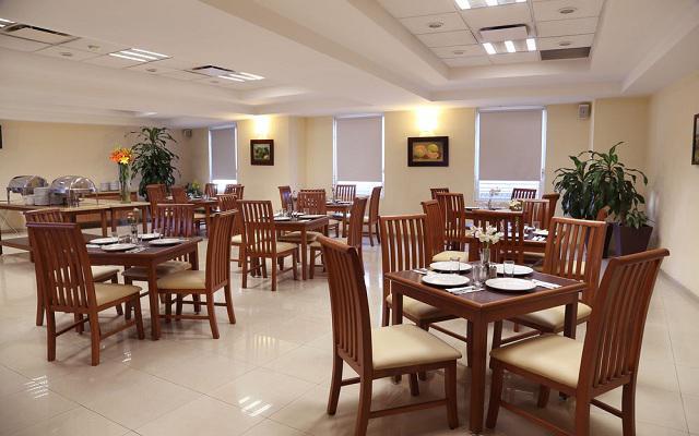 Hotel Ejecutivo Express, desayuno americano tipo buffet en cortesía