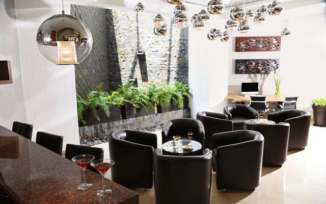 Hotel Ejecutivo Express, disfruta del buen ambiente en el Bar-café