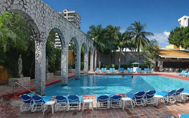 Hotel El Cid Granada and Country Club, disfruta de su alberca al aire libre