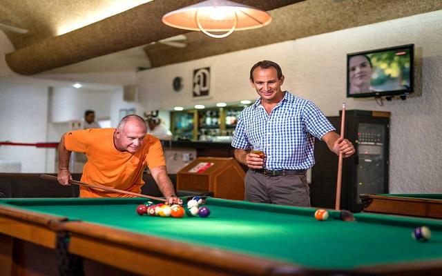 Hotel El Cid Granada and Country Club, disfruta un juego de billar