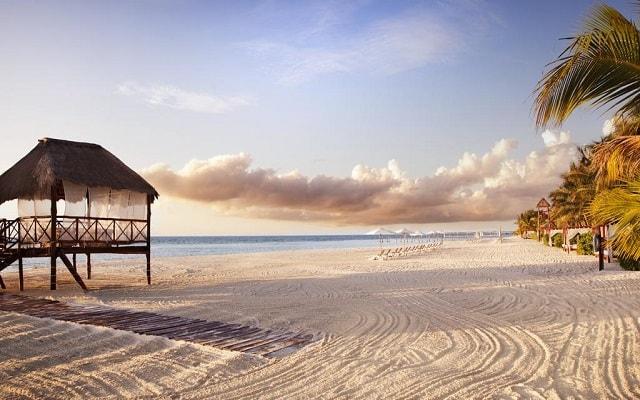 Hotel El Dorado Maroma by Karisma, amenidades en la playa