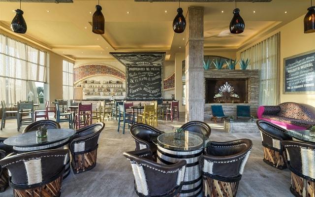 Hotel El Dorado Seaside Suite Infinity, By Karisma, cuenta con 10 restaurantes y 10 bares