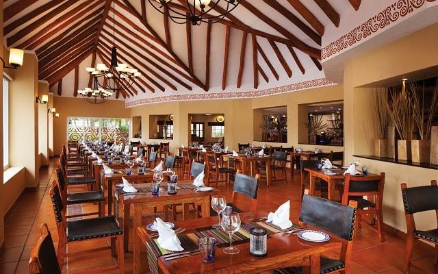 Hotel El Dorado Seaside Suite Infinity, By Karisma, buena propuesta gastronómica