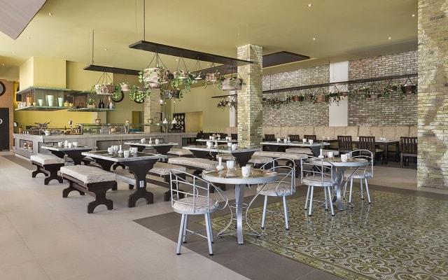 Hotel El Dorado Seaside Suite Infinity, By Karisma, atención y buen servicios en sus centros de consumo