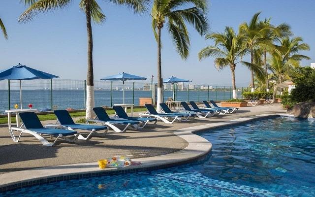 Hotel El Pescador Vallarta Centro, disfruta de su alberca al aire libre