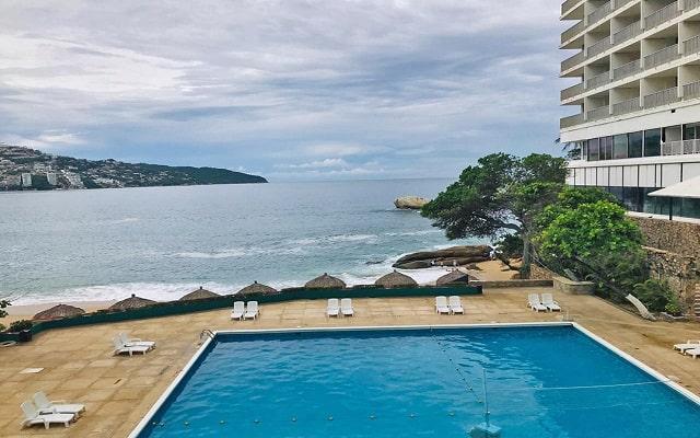 Hotel El Presidente Acapulco, refrescate en su alberca al aire libre