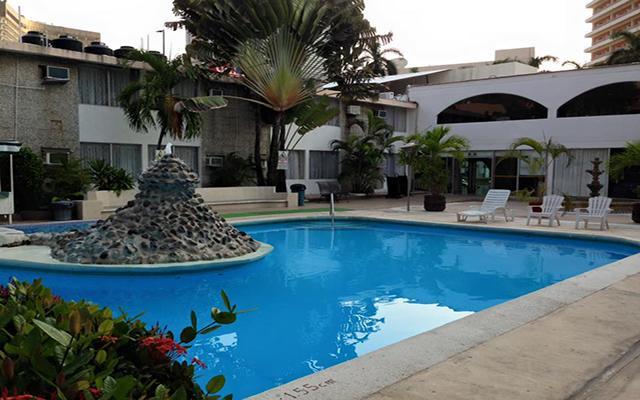 Hotel El Tropicano Acapulco, disfruta de su alberca al aire libre