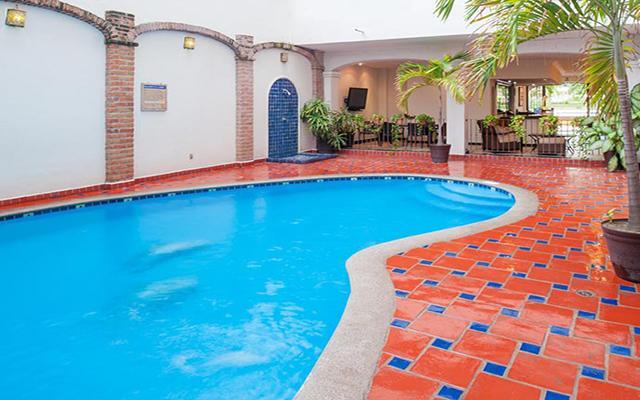 Hotel Eloisa Vallarta Centro, disfruta de su alberca en la terraza