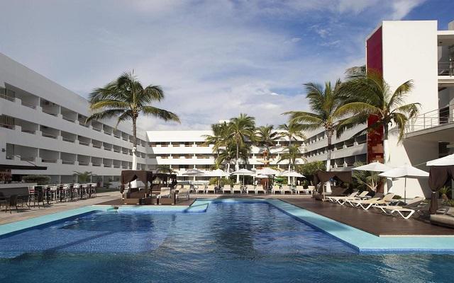 Hotel Emporio Mazatlán, disfruta de su alberca al aire libre