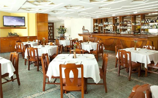 Restaurante con servicio de comida mexicana e internacional
