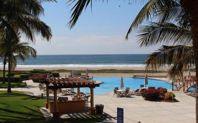 Hotel Estrella del Mar Resort Mazatlán, asoléate en los camastros