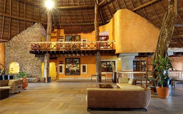 Hotel Eurostars Hacienda Vista Real, personal capacitado para brindarte la mejor atención