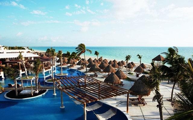 Hotel Excellence Playa Mujeres, disfruta de su alberca al aire libre