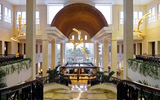 Hotel Excellence Playa Mujeres, atención personalizada desde el inicio de tu estancia