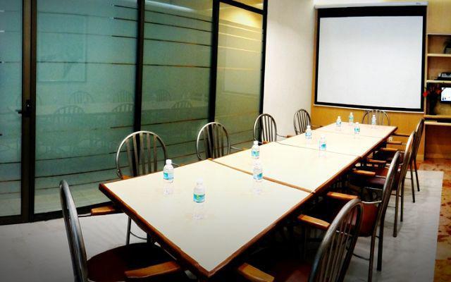 Hotel Expo Abastos, sala de juntas con servicio de alimentos y bebidas