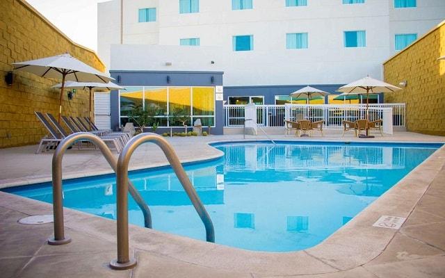 Hotel Fairfield Inn by Marriott Los Cabos, disfruta de su alberca al aire libre