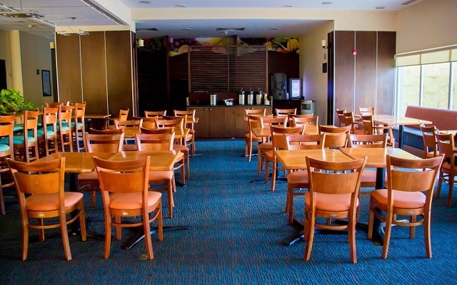 Hotel Fairfield Inn by Marriott Los Cabos, escenario ideal para tus alimentos