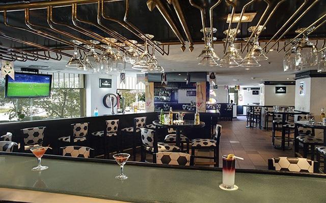 Hotel Fiesta Americana Reforma, disfruta una copa en el Sport Bar