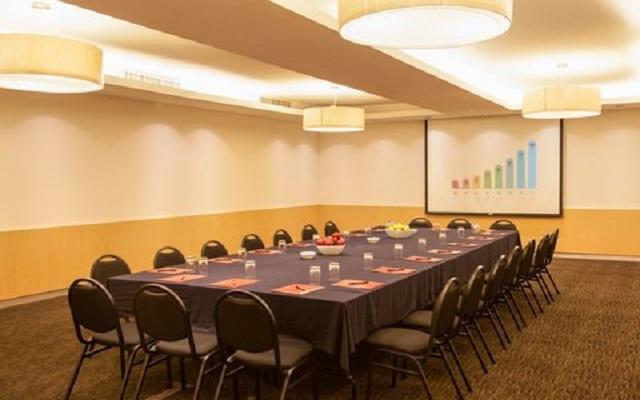 Hotel Fiesta Inn Aeropuerto Ciudad de México, disponibilidad de personal capacitado para asistirte