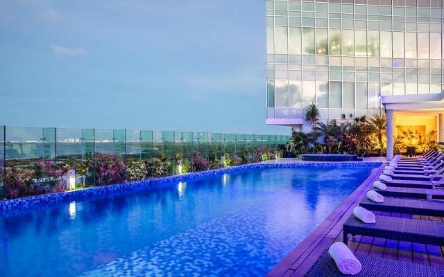 Hotel Fiesta Inn Cancún Las Américas, disfruta de su alberca al aire libre