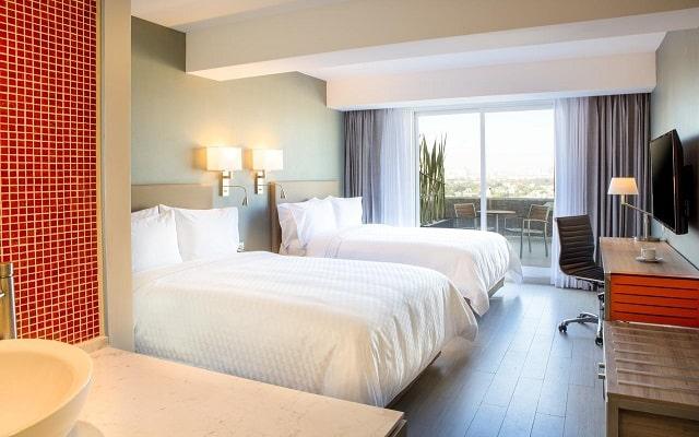 Hotel Fiesta Inn Ciudad de Mexico Forum Buenavista, amplias y luminosas habitaciones