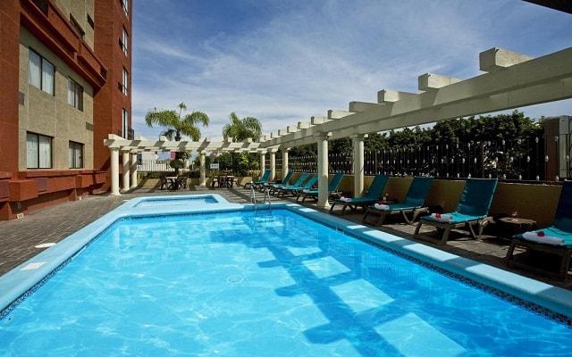 Hotel Fiesta Inn Guadalajara Expo, disfruta de su alberca al aire libre