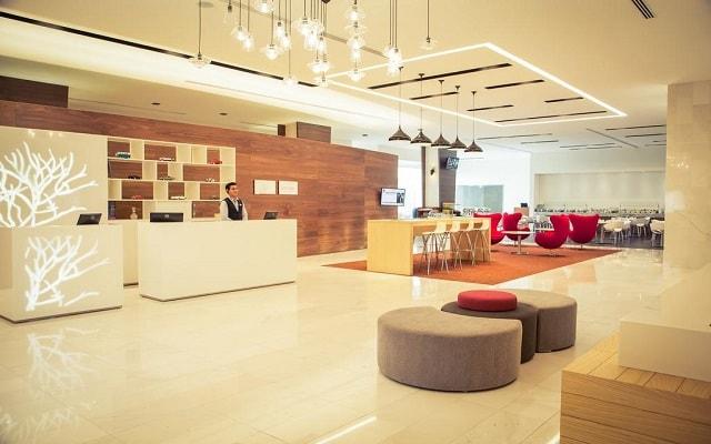 Hotel Fiesta Inn Plaza Central Aeropuerto, atención personalizada desde el inicio de tu estancia