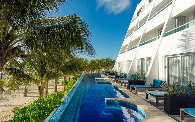 Hotel Flamingo Cancún Resort cuenta con dos albercas