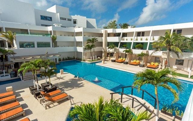 Hotel Flamingo Cancún Resort, disfruta de su alberca al aire libre