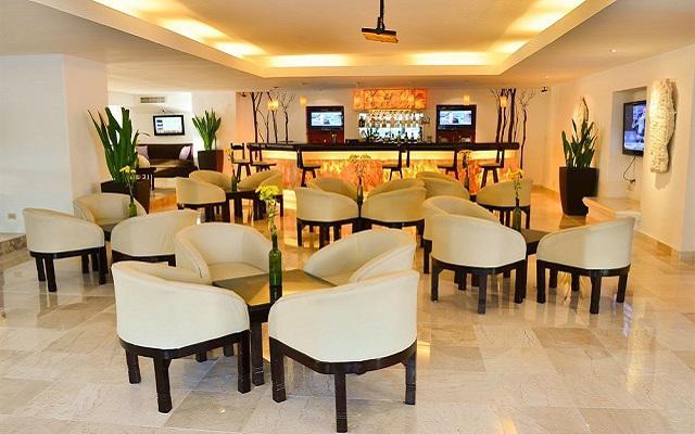Hotel Flamingo Cancún Resort, disfruta una copa en el bar