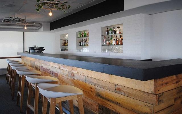 Hotel Fontan Ixtapa Beach Resort, disfruta una copa en el bar