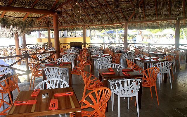 Hotel Fontan Ixtapa Beach Resort, sus restaurantes ofrecen servicio buffet