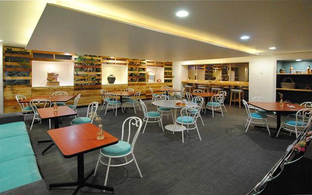En el área del bar es posible disfrutar de botanas y bebidas