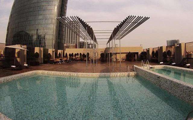 Hotel Galería Plaza Reforma, disfruta de la alberca al aire libre