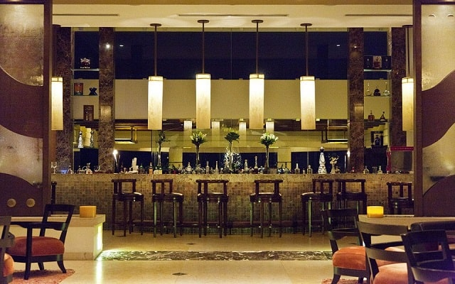 Hotel Garza Blanca Residences All Inclusive, disfruta una copa en el bar
