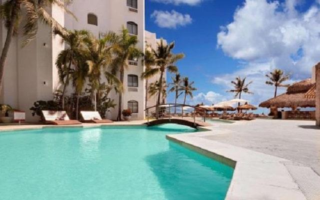 Hotel Gaviana Resort, disfruta su alberca al aire libre