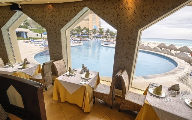 Hotel Golden Parnassus Resort and Spa, escenarios únicos