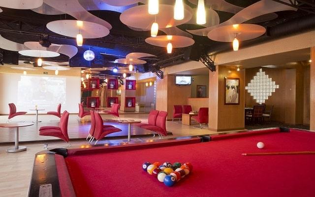 Hotel Golden Parnassus Resort and Spa, Sixties Bar