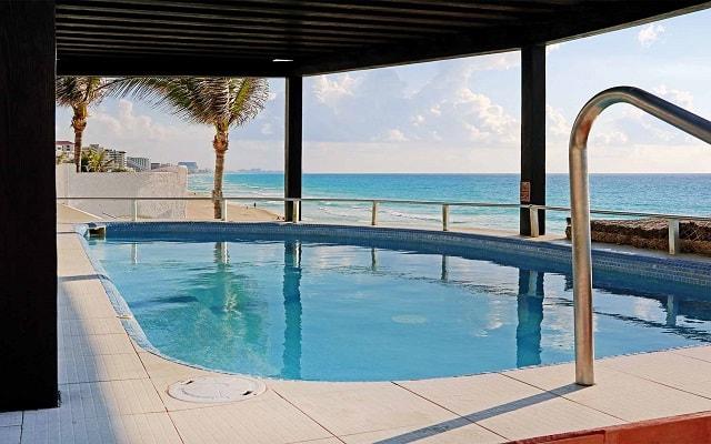 Hotel GR Caribe By Solaris Deluxe All Inclusive Resort, disfruta el jacuzzi en buena compañía