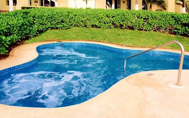 Hotel GR Solaris Cancún, relájate en el jacuzzi
