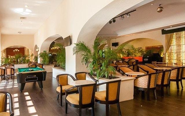 Hotel GR Solaris Cancún, disfruta un coctel en el lobby bar